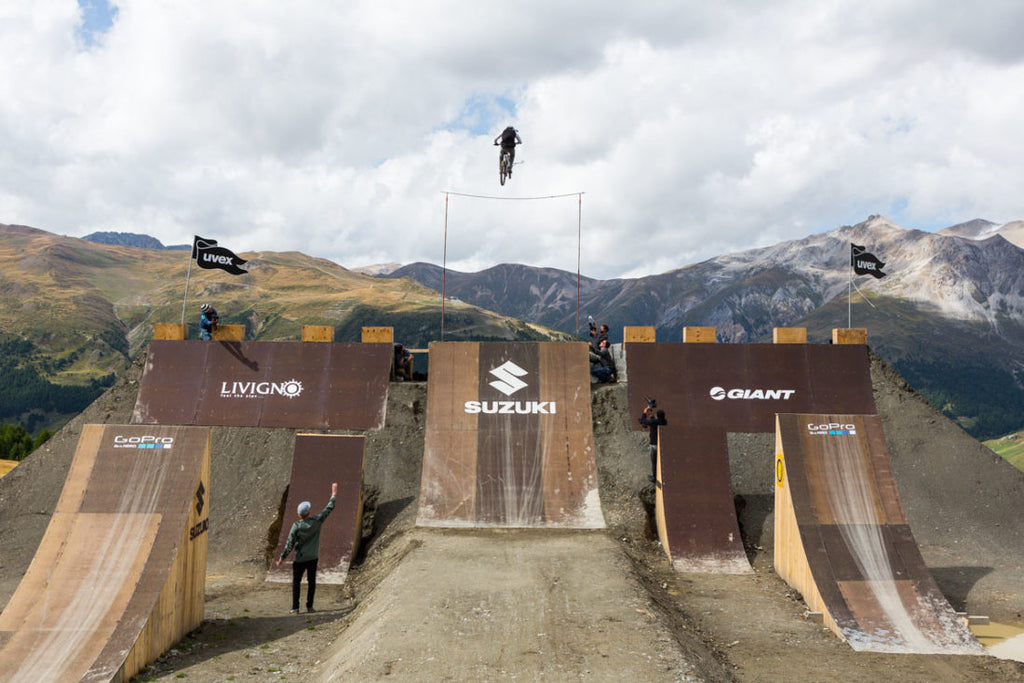 BLACK WHEELS AND ROLLS: NINE KNIGHTS MOUNTAINBIKE CONTEST 2015