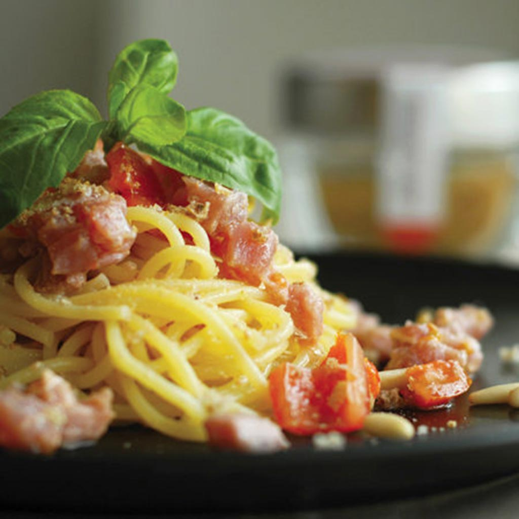 Spaghetti With Raw Tuna, Cherry Tomatoes And Toasted Breadcrumbs