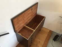 SIDEBOARD / CHEST