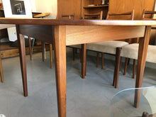 AIREST DINING TABLE