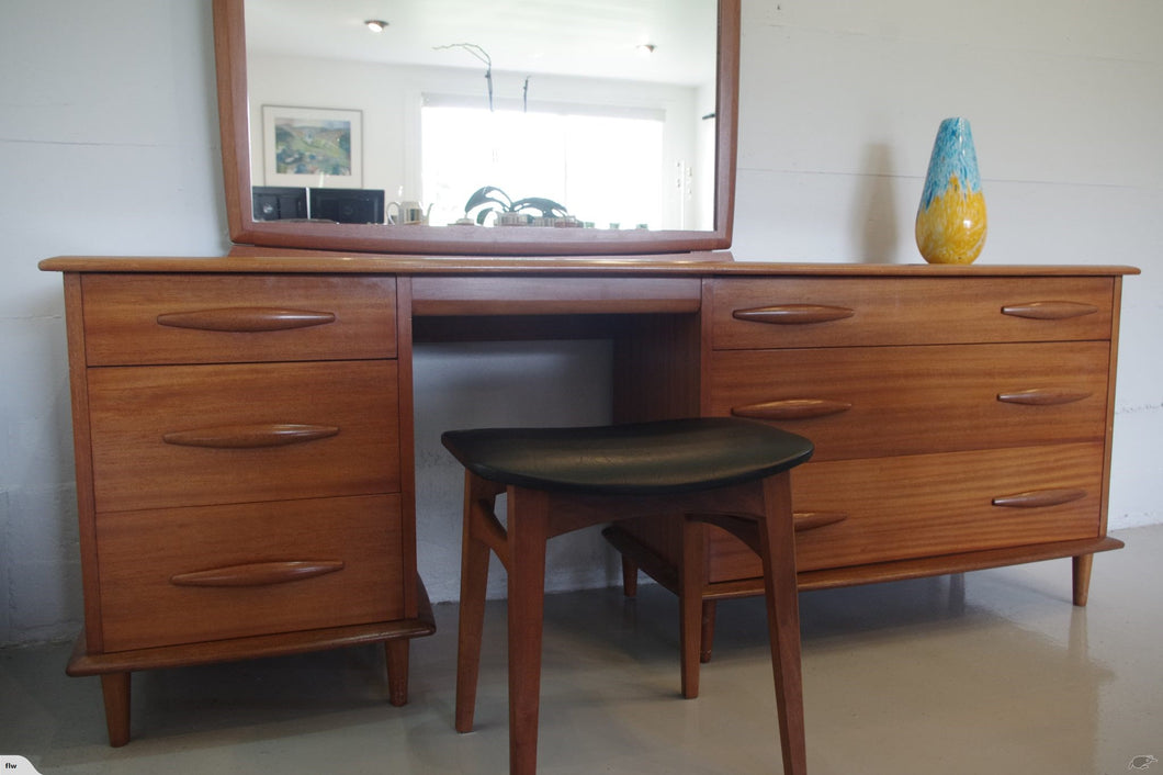 JON JANSEN  DRESSING TABLE + MIRROR + STOOL