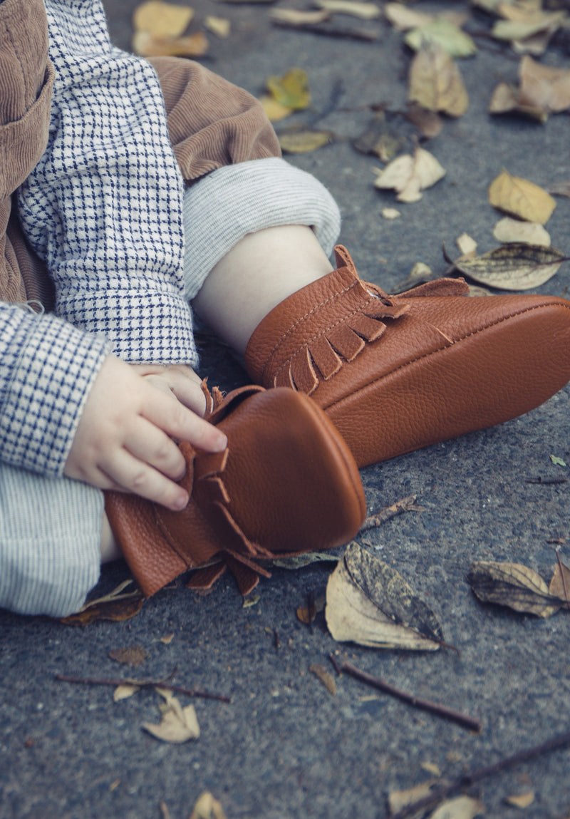 Unisex tan genuine leather mocc boots