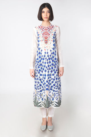 Embroidered Chanderi Kurta Set in White - sakshamneharicka.com