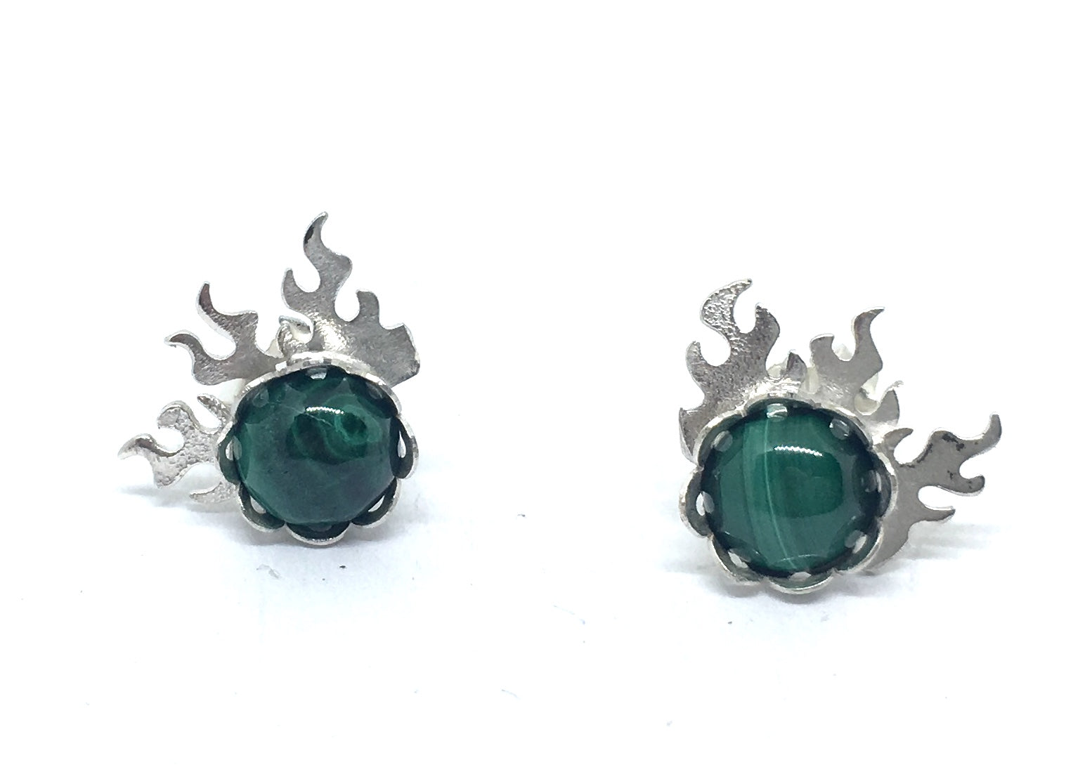 Malachite gems are in bezel settings, accented by flames
