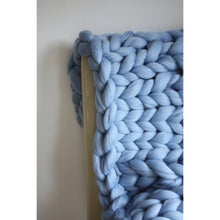 Charger l'image dans la galerie, Giant Knit Throw - 100% Merino 23 Microns-Chunky Knit Blankets-King & Eye