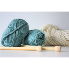 Cargar imagen en el visor de la galería, Teal Merino Wool Super Chunky Knitting Yarn Super Bulky Yarn King and Eye