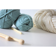 Cargar imagen en el visor de la galería, Super Chunky Pure Merino Wool Knitting Yarn Teal Super Bulky Yarn King and Eye