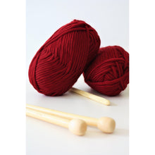 Charger l'image dans la galerie, Super Chunky Merino Thick Knitting Yarn Super Bulky Yarn Ruby red King and Eye