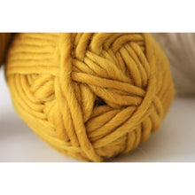 Cargar imagen en el visor de la galería, Mustard Merino Wool Super Chunky Knitting Yarn-Super Bulky Yarn King and Eye