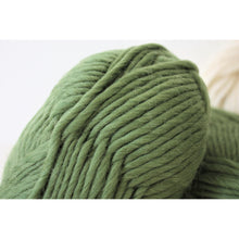 Cargar imagen en el visor de la galería, Super Chunky Pure Merino Wool Knitting Yarn Olive Green Super Bulky Yarn King and Eye