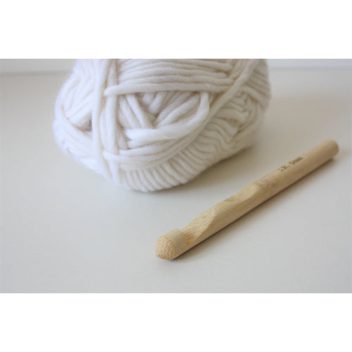 Crochet Hook - 12mm Size O Bamboo For SIze 6 Super Bulky Yarn - King & Eye