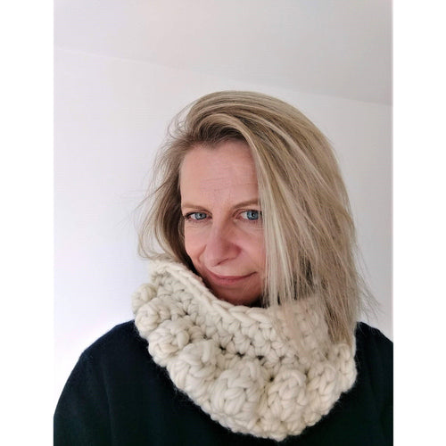 Crochet Pattern - Chunky Bobble Infinity Scarf (Easy For Beginners) - King & Eye