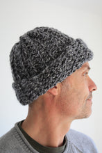 Cargar imagen en el visor de la galería, Crochet Hat Kit, Crochet Kit For Beginners, Crochet Kit UK, Crochet Kit With Yarn, Chunky Crochet Hat, Crochet Beanie, Crochet Hat For Men