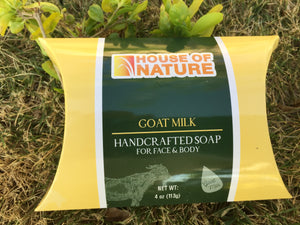 Goat milk is perhaps one of nature's best beauty secret. This natural wonder has a pH level similar to our skin and it is gentle enough to be used on the driest and most sensitive skin type. It contains over 50 nutrients - including alpha-hydroxyl acids that naturally softens and rejuvenate, caprylic acid, proteins, minerals and high levels of vitamin A and E. te