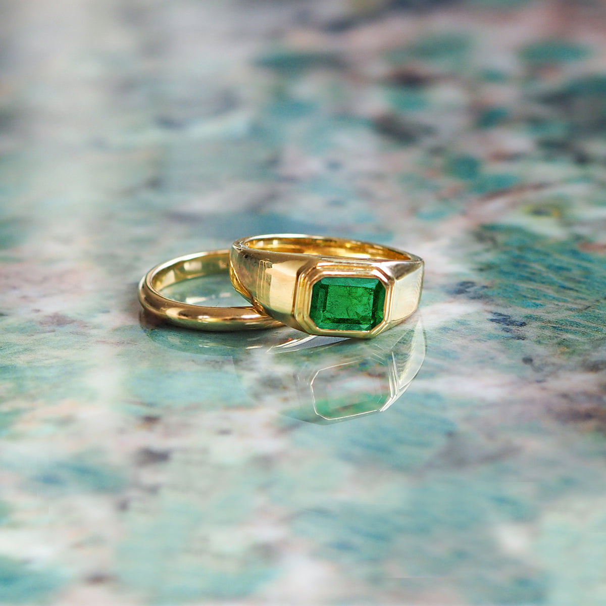 Ring / Rings / Emerald / Engagement Ring / How to choose an Emerald / Emerald Education / What you need to know when buying an Emerald