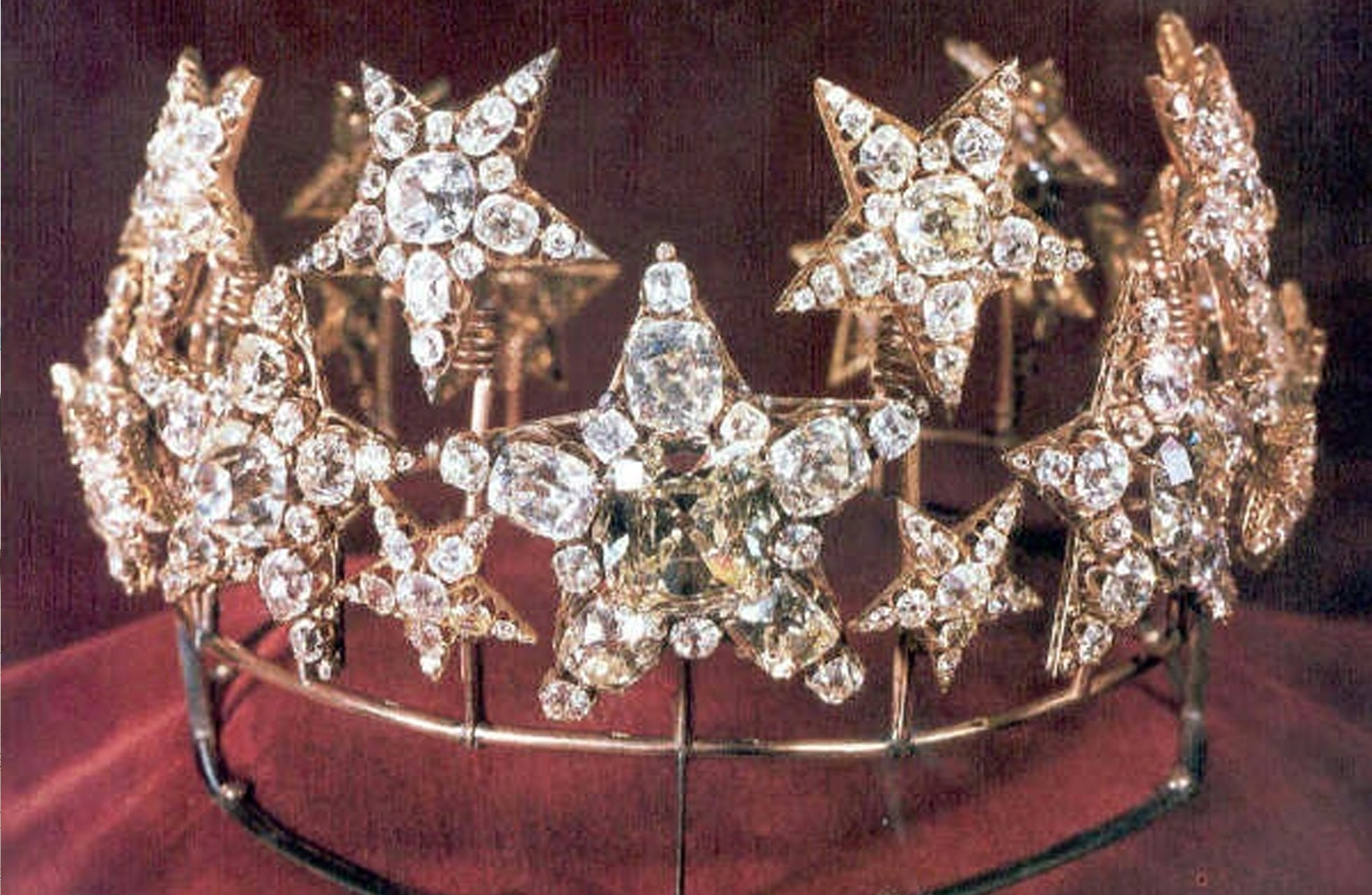 Photograph of the Diadem of the Stars, crafted in 1853 for the then Queen Consort of Portugal Maria Pia of Savoy