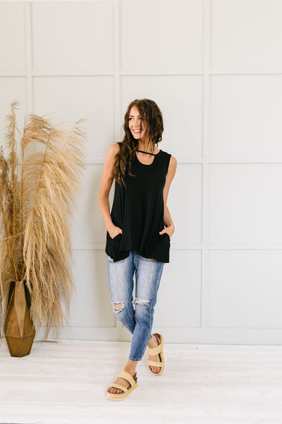 Keyhole & Pockets Tank In Black