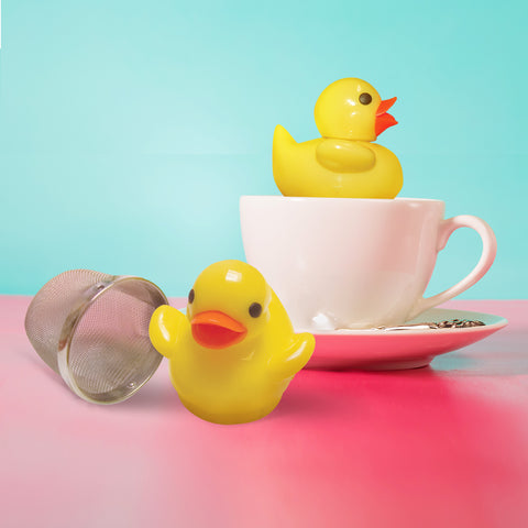 duckle tea infuser floating on white cup
