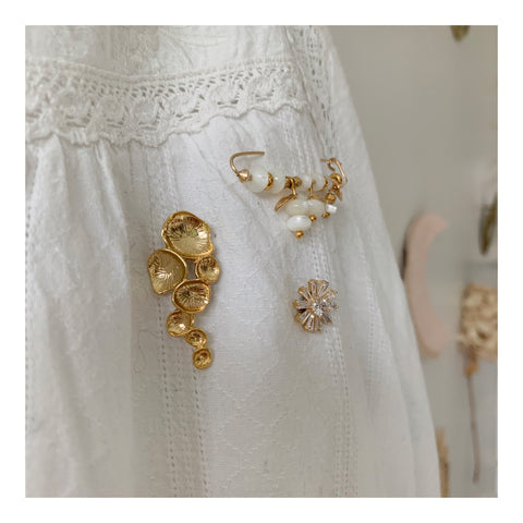 Trio de broches white and gold