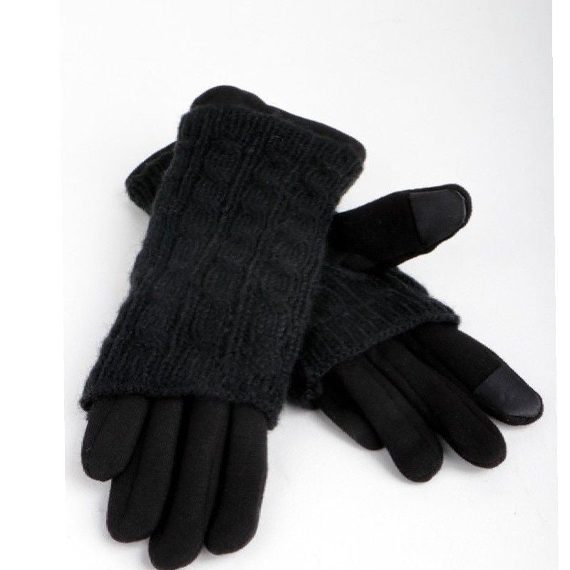 Black Cable knit gloves