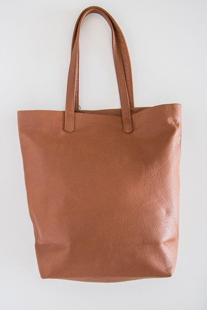 Basic Tote in Saddle