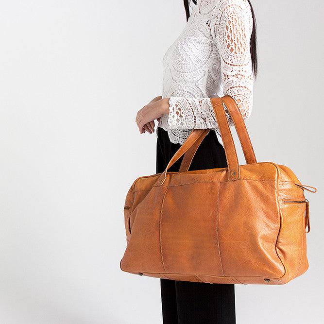 SIGNE TRAVELBAG -Walnut
