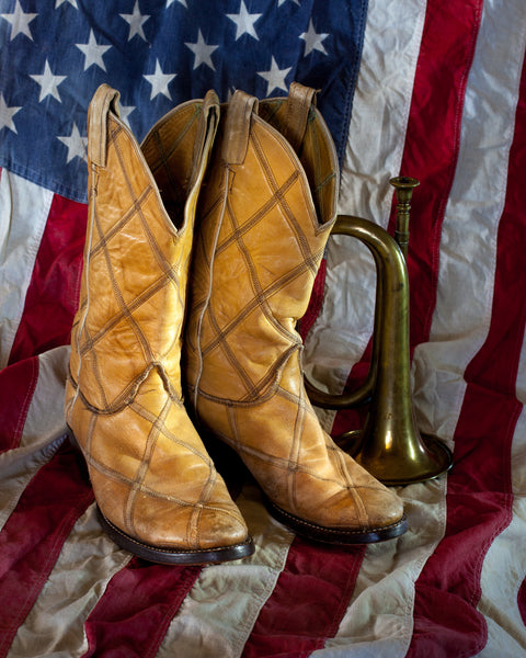 Western Fabric, Cowboy boots on a flag 560 - Beautiful Quilt