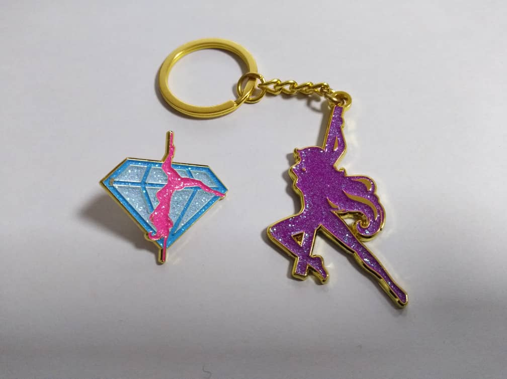 Diamond Poler Glitter Pin
