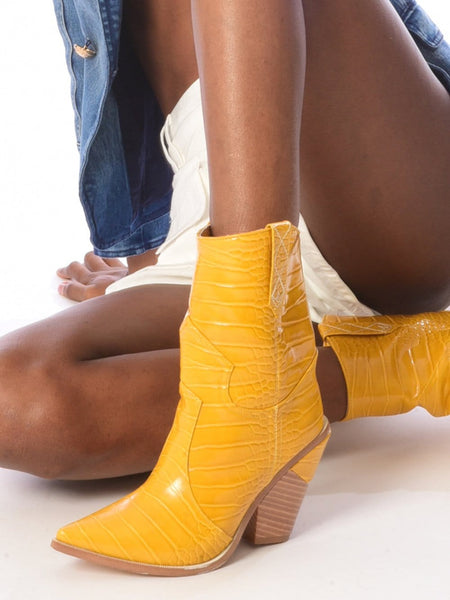 Cutwalk Mid Boot in Yellow
