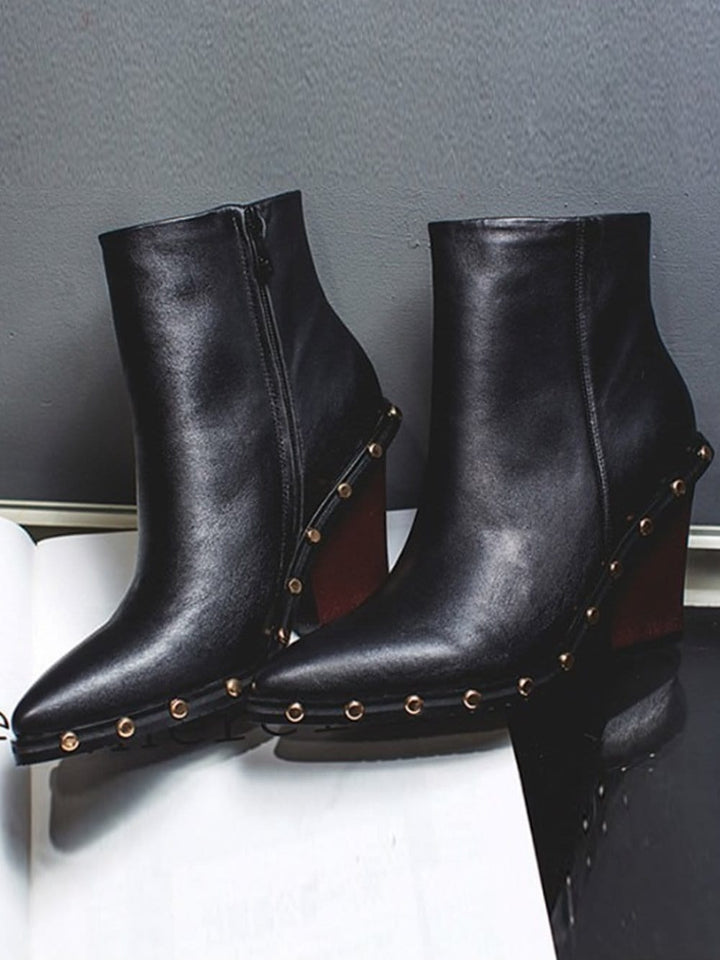 CHELSEA Leather Boots in Black