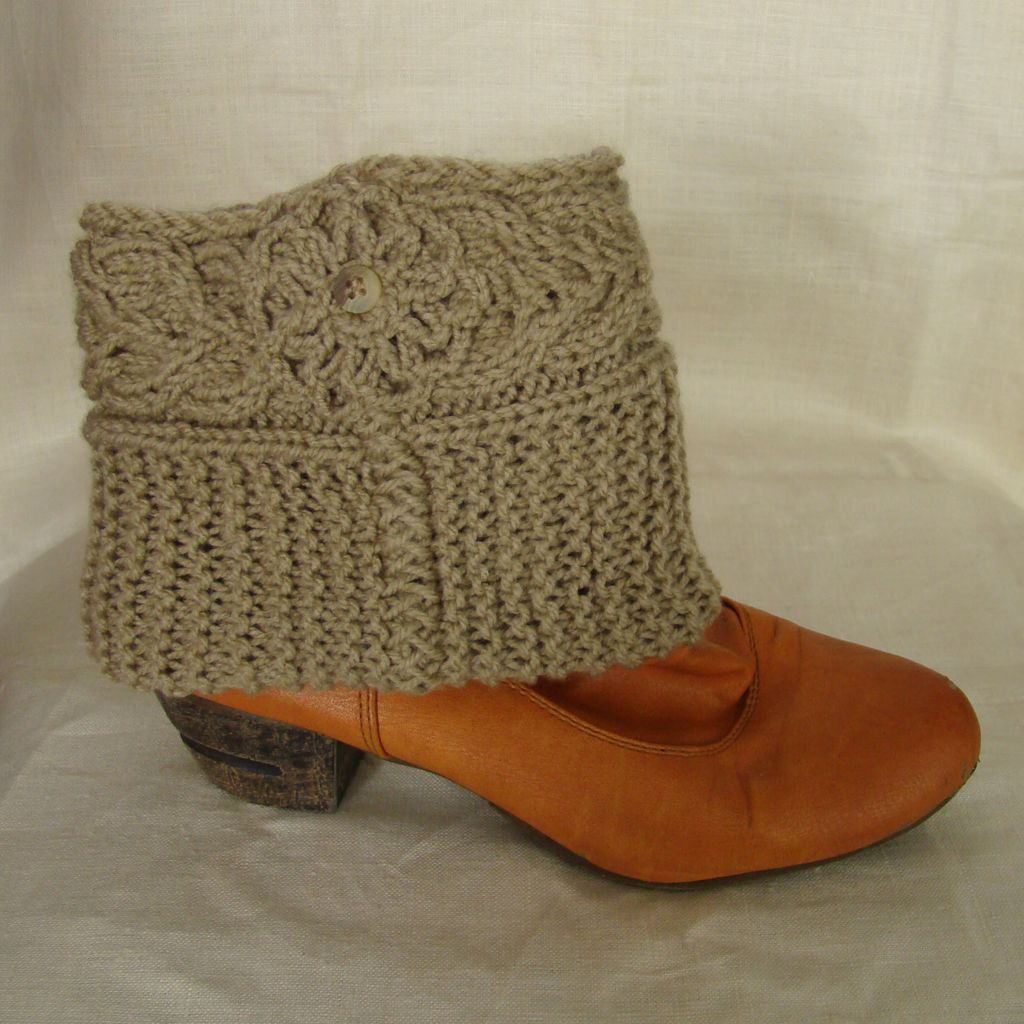 Sebix - Wool Beige Boot Cuffs Legwarmers - Pattern View on Shoe