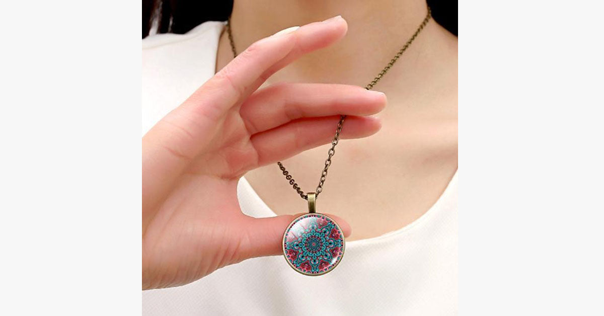 Women's Embellished Necklace - Quirky Round Pendant – Perfect for Any Occasion
