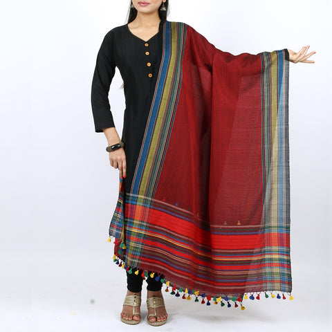 Red coloured Kutch Handloom Dupatta in cotton 1