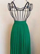 Load image into Gallery viewer, Emerald Green Pleated Skirt (L)