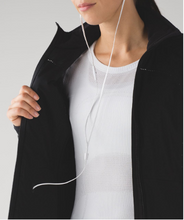 Load image into Gallery viewer, lululemon Run For Cold Jacket