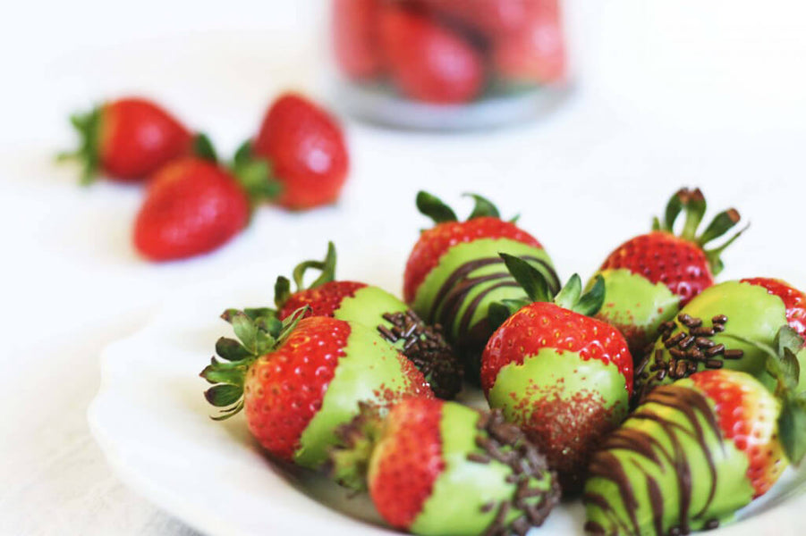 SIMPLE SOURSOP MATCHA GREEN TEA COVERED STRAWBERRIES RECIPE