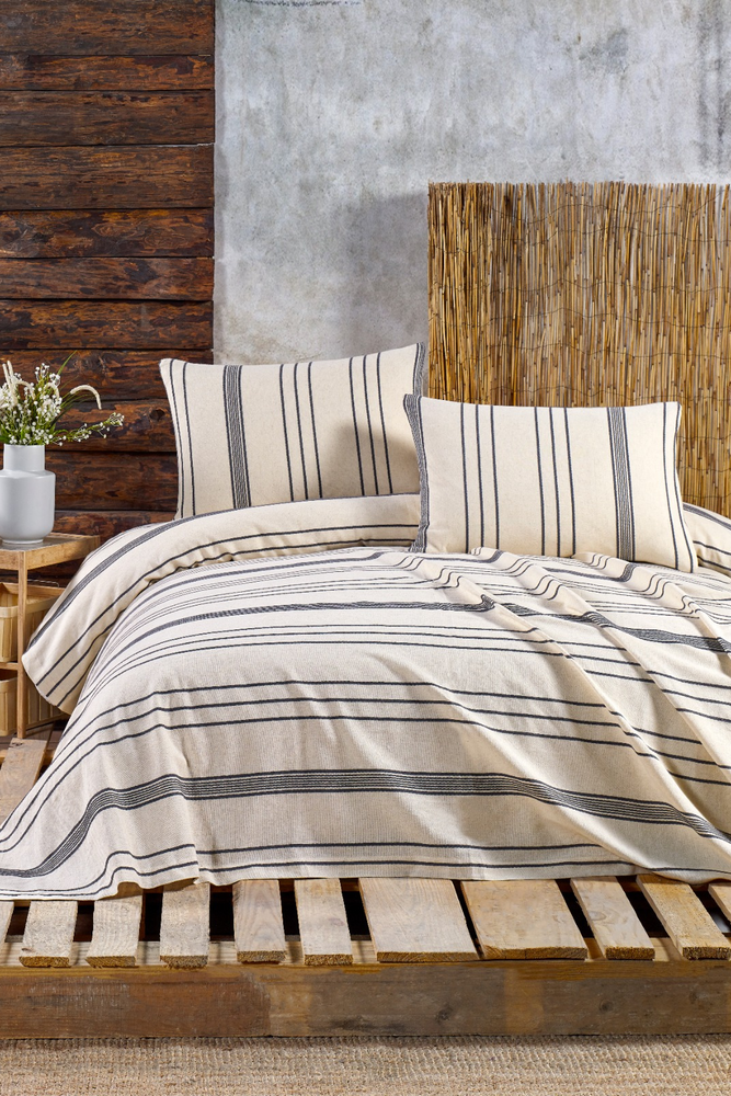 Stripe Duvet Set in Navy for a Queen size bed