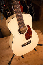 Gretsch Jim Dandy G9500 Limited Edition Vintage White Parlor Acoustic
