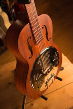 Gretsch G9200 Boxcar Resonator Natural Top