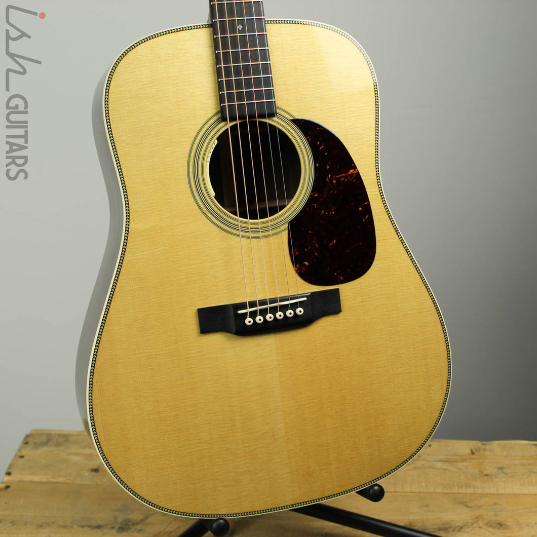 Martin Standard Series HD-28 Standard Dreadnought Acoustic Natural Gloss B-STOCK
