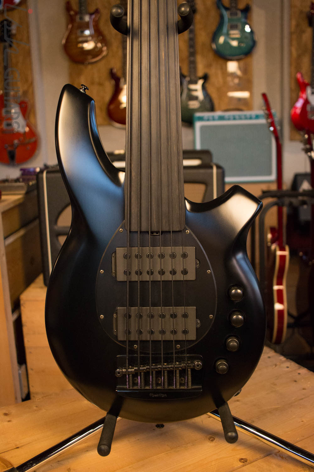 Ernie Ball Music Man Bongo 6 HH Fretless Stealth