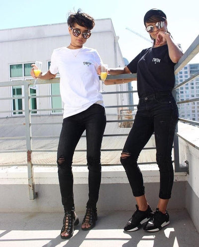 TWIN #1 PETITE LOGO UNISEX T-SHIRT (BLACK) - Fashion for twins TWINNING STORE