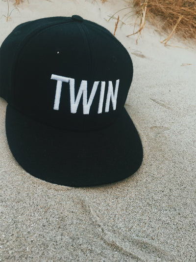 TWIN SNAPBACK HAT (BLACK) - Fashion for twins TWINNING STORE