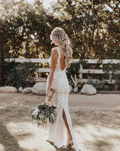 Mermaid/Trumpet Attractive V-neck Lace Wedding Dress JKZ6306|Annapromdress