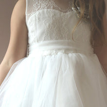 2017 Flower Girl Dresses Knee-length Lace Ivory Ribbons Belt Tulle JKF011