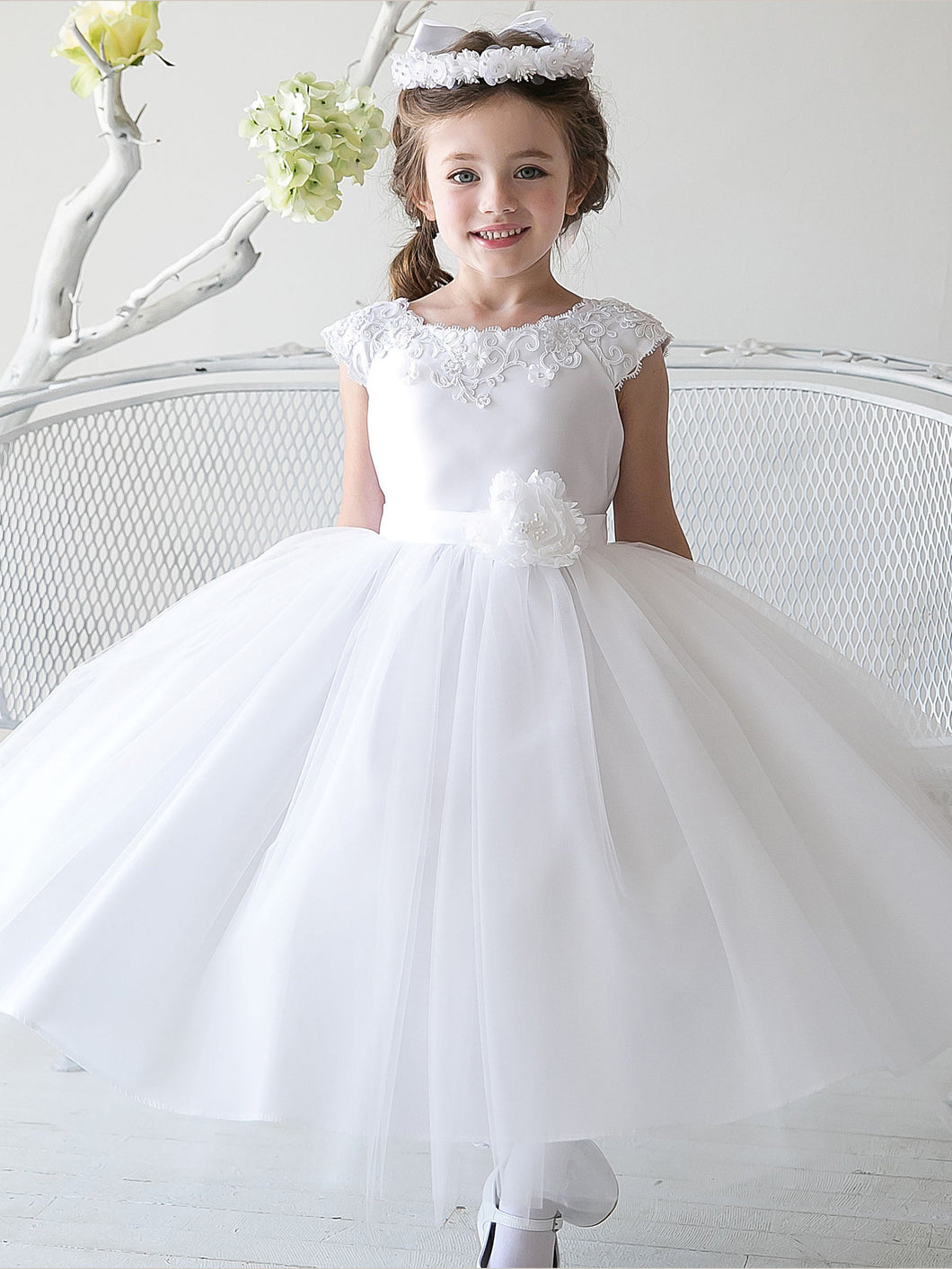 2017 Flower Girl Dresses Tea-length Ribbons Belt White Tulle And Satin JKF032