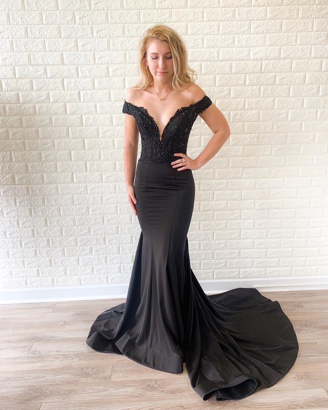 Off the Shoulder Lace Bodice Black Mermaid Prom Dress Court Train JKR319