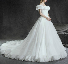 Chic Wedding Dresses Sexy Off-the-shoulder Tulle Ivory Beautiful Bridal Gown JKS157