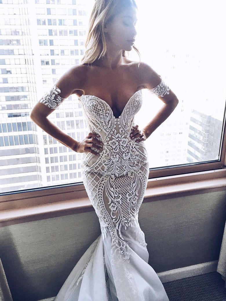 Sexy Wedding Dresses Trumpet/Mermaid Off-the-shoulder Sweep/Brush Train Bridal Gown JKW089
