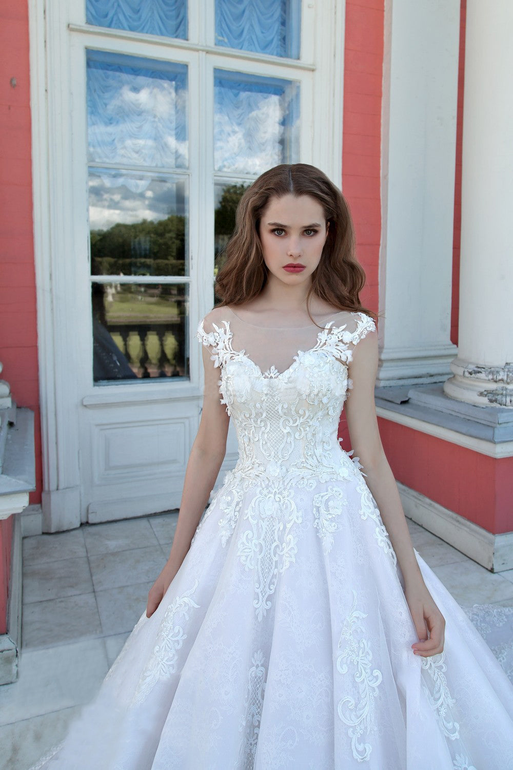 Luxury Wedding Dresses Ball Gown Sweep Train Sexy Lace ...